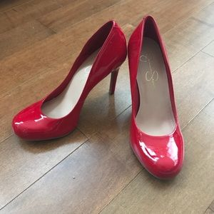 👠 Jessica Simpson Red Patent Pumps Size 8